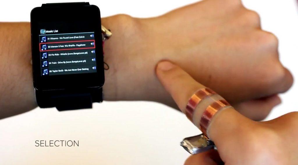 腕でスワイプするとスマートウォッチもスクロール、カーネギーメロン大が新技術を発表 – Dream Seed