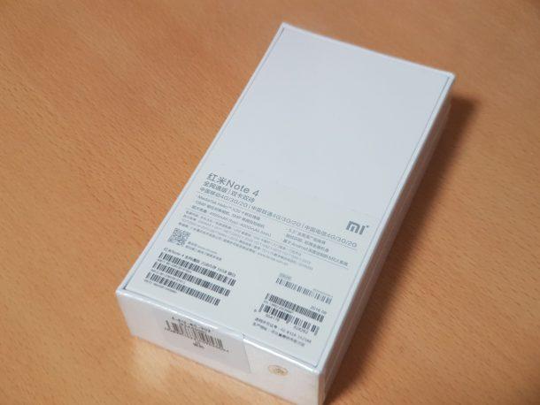 Redmi Note 4のパッケージ。外装のビニールがそのままかかっています。