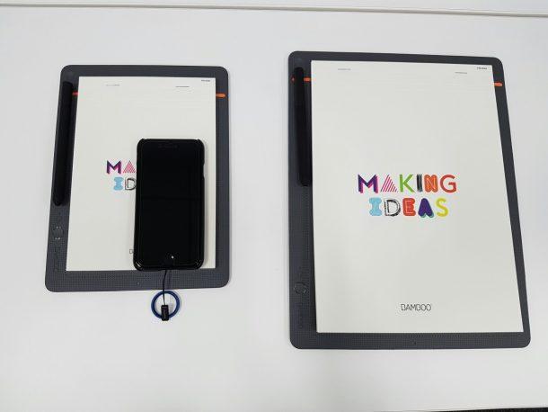 A5(左)とA4のBamboo Slate。載っているのはiPhone 7。