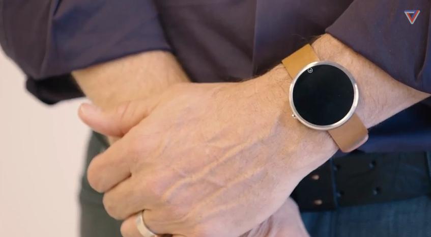 デザイナーのジム·ウィックスは、同社の新本社でモト360を語る_-_YouTubeに