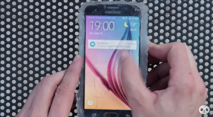 How_to_waterproof_the_Galaxy_S6_-_YouTube 2