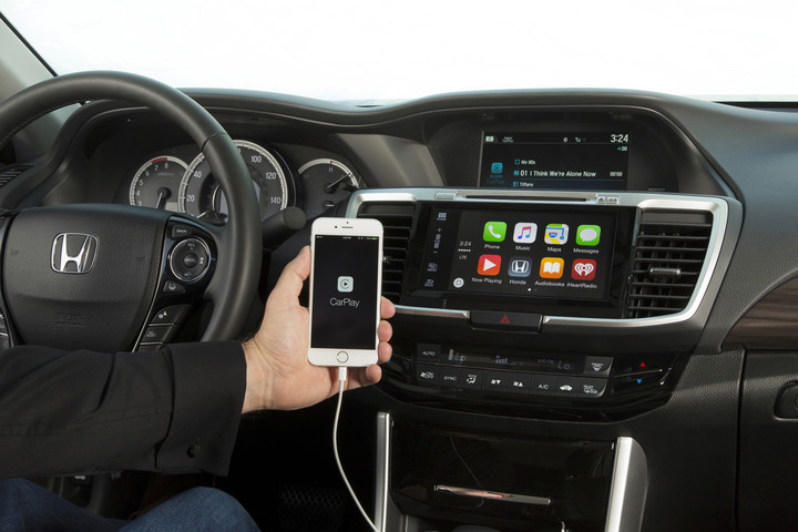 2016_Honda_Accord_with_Apple_CarPlay_2