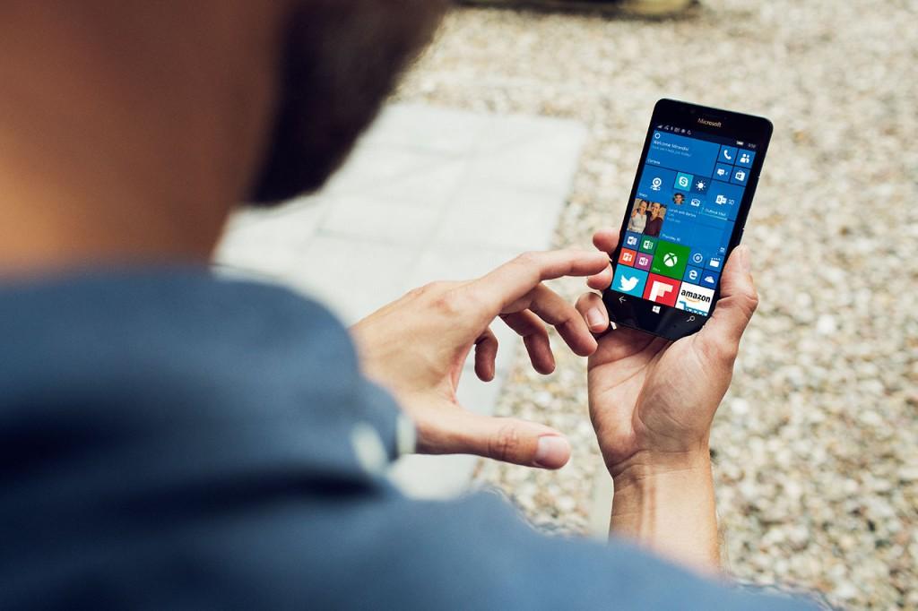 Lumia_950_office-1024x682