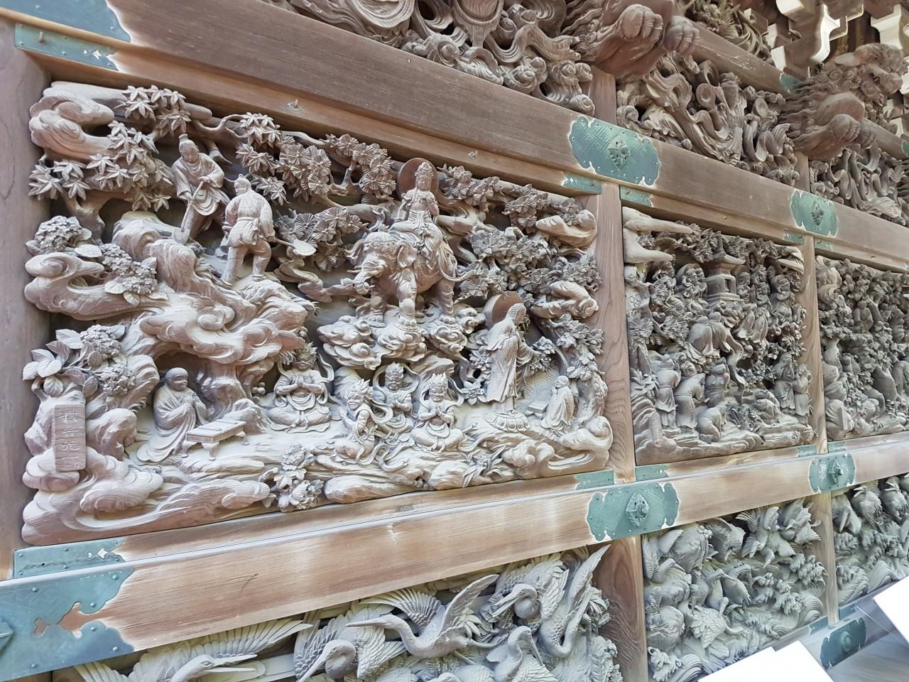 インドでの修行の様子を表した彫刻