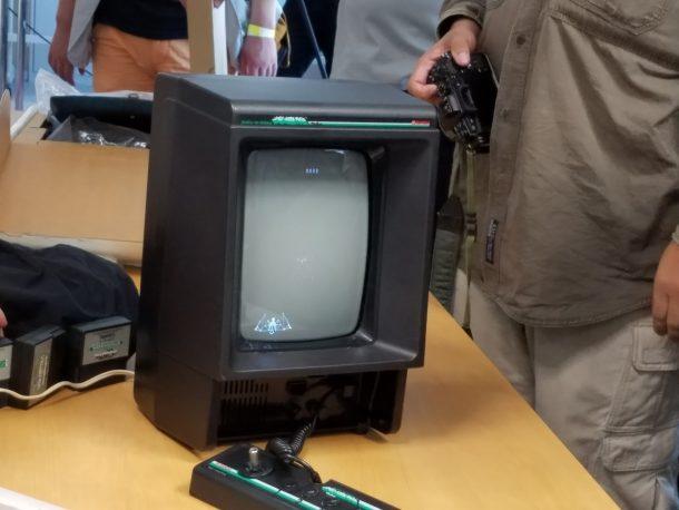 アスキー総研の遠藤さんが持ち込んだ「光速船」(ゲーム機)。かなりマニアックな品です。