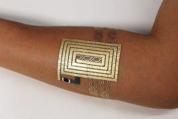 NFC回路を搭載したタトゥー